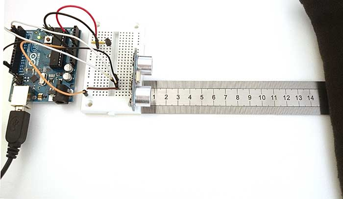 Arduino measuring distance with ultrasound sensor