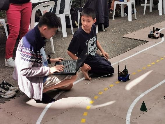 students participating in AI car event